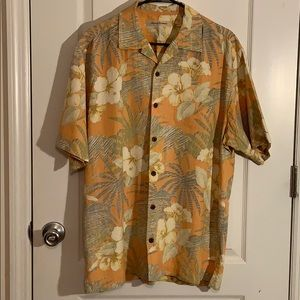 Tommy Bahama button down shirt size M